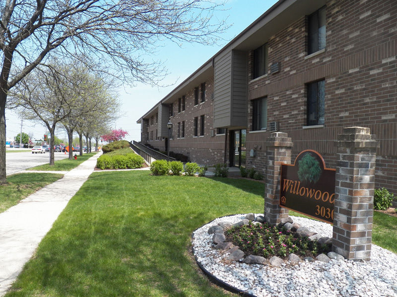 Front view of Willowood Apartments